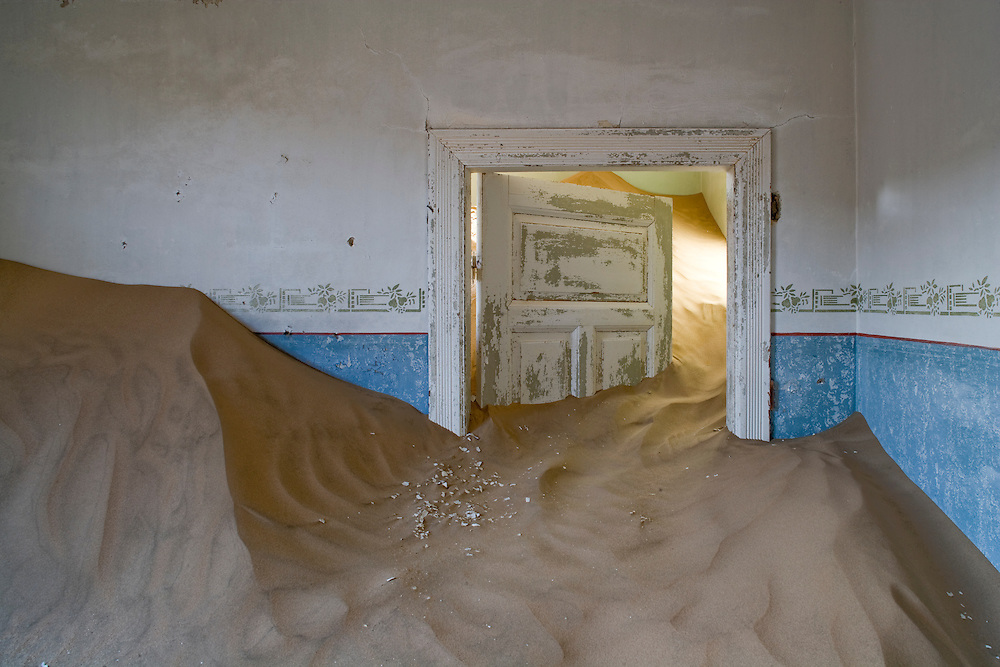 Africa, Namibia, Kolmanskop, Drifting sand fills interior of abandoned building in ghost town of abandoned diamond mining town