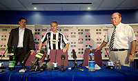 Photo: Jed Wee.<br />Newcastle United Press Conference. The Barclays Premiership. 24/07/2006.<br />Newcastle signing Damien Duff (C) is unveiled by manager Glenn Roeder (L) and chairman Freddie Shepherd.