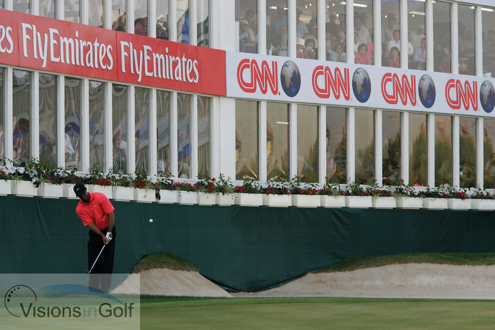 Tiger Woods chips on the 18th where he birdies to force a playoff, Dubai Desert Classic, Emirates GC, UAE. 5th February 2006, day 4.<br /> Mandatory Photo Credit: Mark Newcombe / visionsingolf.com