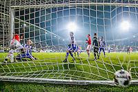 ALKMAAR - 25-01-2017, AZ - sc Heerenveen, AFAS Stadion, 1-0, AZ speler Derrick Luckassen (l) kopt de 1-0 binnen, doelpunt