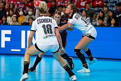 08-12-2019 JAP: Netherlands - Germany, Kumamoto<br /> First match Main Round Group1 at 24th IHF Women's Handball World Championship, Netherlands lost the first match against Germany with 23-25. / Lois Abbingh #8 of Netherlands, Alicia Stolle #17 of Germany
