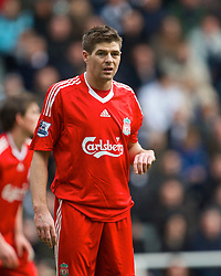 NEWCASTLE, ENGLAND - Sunday, December 28, 2008: Liverpool's captain Steven Gerrard MBE in action against Newcastle United during the Premiership match at St James' Park. (Photo by David Rawcliffe/Propaganda)