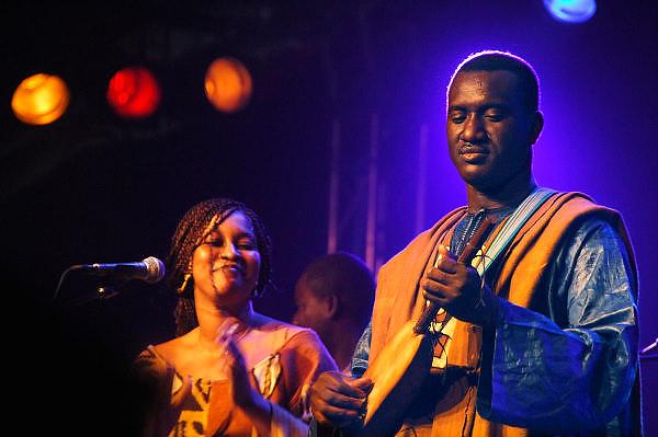 Nederland, Nijmegen, 12-5-2008..MusicMeeting. De Malinese muzikant Bassekou Kouyaté speelt tijdens het slotconcert met zijn band Ngoni Ba...Foto: Flip Franssen