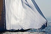 Les voiles de St Tropez .Du 24 septembre au 2 octobre 2011,Rassemblement de différentes classes de voiliers modernes et de voiliers de tradition,deux parcours côtiers par jour: un pour les modernes et un pour les classiques,les équipes internationale s'affrontes chaque jours lors de régates si la météo le permet