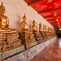 Sitting golden Buddha statues at Wat Pho.