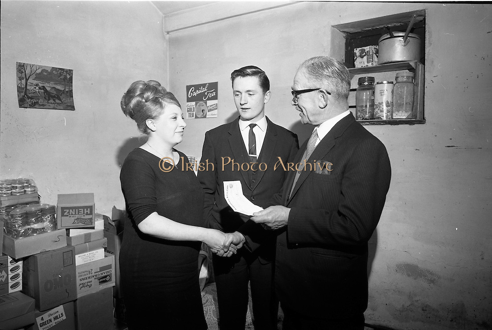 25/03/1966<br /> 03/25/1966<br /> 25 March 1966<br /> Presentation of Capital Tea Cheque to Mr and Mrs Mullin.<br /> Mr. A.M. Thomas (right) Sales Manager, Irish Tea Merchants Ltd., Thomas Street, Dublin, handing over a cheque for £50 to Mr and Mrs Michael Mullin, 5. Stamford Green, Walkinstown, Dublin. Mrs Mullin was one of the lucky housewives who found a winning voucher for £50 in a packet of Capital Tea, an I.T.M. promotion running at the time. Presentation somewhere in Kilmainham.