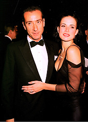 The HON.ROBERT HANSON and his fiance, model SOPHIE ANDERTON, at a dinner in London on 23rd October 1998.MLD 70