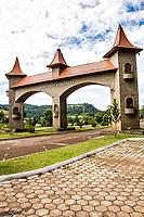 Portal da cidade. Saudades, Santa Catarina, Brasil. / <br /> City gate. Saudades, Santa Catarina, Brazil.