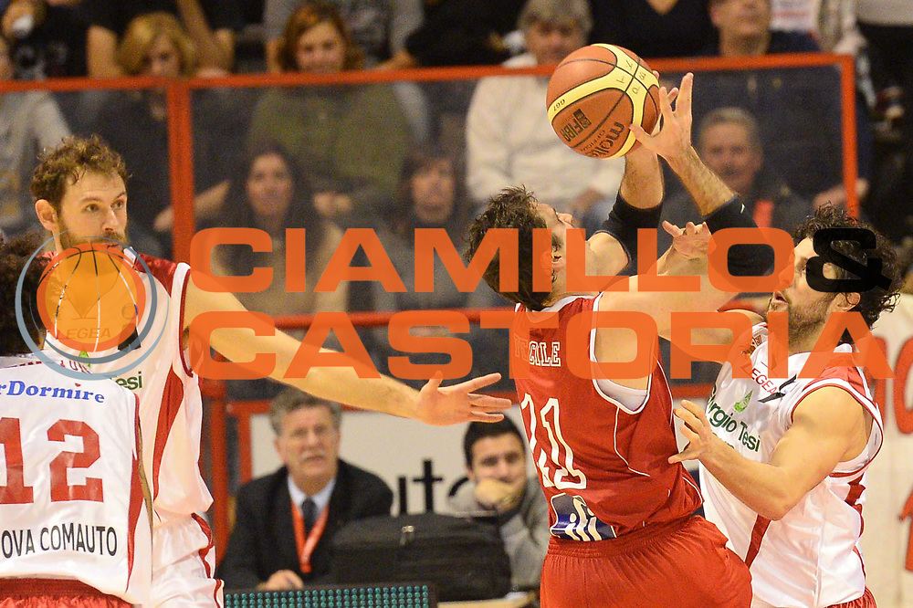 DESCRIZIONE : Pistoia Lega serie A 2013/14  Giorgio Tesi Group Pistoia Pesaro<br /> GIOCATORE : meini guido<br /> CATEGORIA : fallo controcampo<br /> SQUADRA : Giorgio Tesi Group Pistoia<br /> EVENTO : Campionato Lega Serie A 2013-2014<br /> GARA : Giorgio Tesi Group Pistoia Pesaro Basket<br /> DATA : 24/11/2013<br /> SPORT : Pallacanestro<br /> AUTORE : Agenzia Ciamillo-Castoria/M.Greco<br /> Galleria : Lega Seria A 2013-2014<br /> Fotonotizia : Pistoia  Lega serie A 2013/14 Giorgio  Tesi Group Pistoia Pesaro Basket<br /> Predefinita :