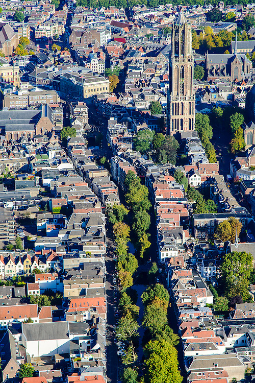 Nederland, Utrecht, Gemeente Utrecht, 30-09-2015; de Utrechtse binnenstad vanuit het Zuiden langs de as van de Oudegracht, richting Domtoren.<br /> Southern part of downtown Utrecht and city centre.<br /> luchtfoto (toeslag op standard tarieven);<br /> aerial photo (additional fee required);<br /> copyright foto/photo Siebe Swart