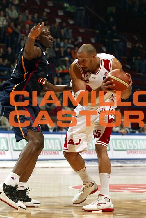 DESCRIZIONE : Milano Lega A1 2005-06 Armani Jeans Milano Lottomatica Virtus Roma <br />GIOCATORE : Blair<br />SQUADRA : Armani Jeans Milano<br />EVENTO : Campionato Lega A1 2005-2006<br />GARA : Armani Jeans Milano Lottomatica Virtus Roma  <br />DATA : 21/01/2006<br />CATEGORIA : Palleggio<br />SPORT : Pallacanestro<br />AUTORE : Agenzia Ciamillo-Castoria/S.Ceretti