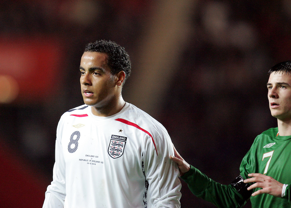 Tom Huddlestone of England and Owen Garvan of Ireland. England v Republic of Ireland, Uefa Under-21 Championship Qualifier, Tuesday 5th February 2008, St Marys, Southampton.