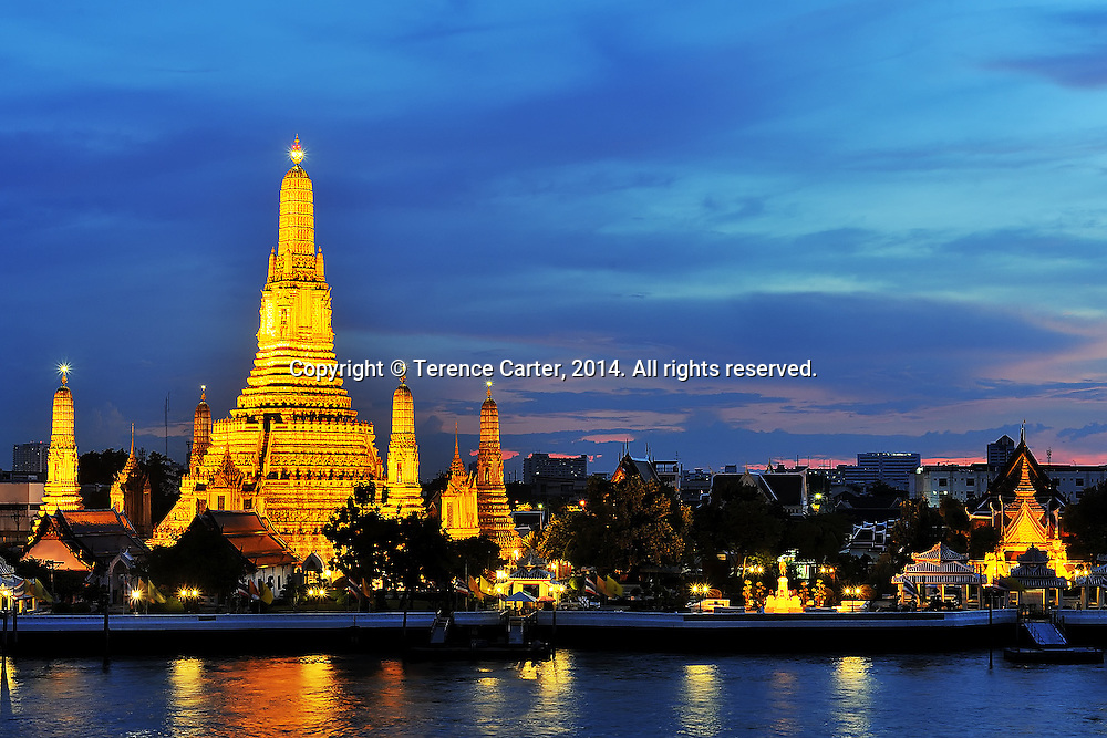 Wat Arun, Bangkok. Copyright 2014 Terence Carter / Grantourismo. All Rights Reserved.