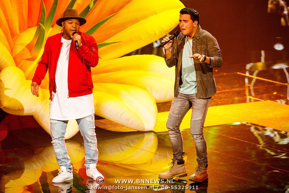 NLD/Hilversum/20160129 - Finale The Voice of Holland 2016, Brace en Jan Smit tijdens de finale van The Voice of Holland 2015