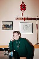 """Als Schauspieler ist Henning Gronkowski bekannt aus zahlreichen Filmen von Klaus Lemke. Zu Beginn 2018 gibt er sein Debut als Regisseur und Produzent des Films """"Yung"""".  Der Film ist mit Laiendarstellern gedreht, die Gronkowski in Berliner Clubs gecastet hat."""