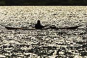 A Kayaker crossing the sea, with sunreflection and silhouette | En kajakkpadler som krysser sjøen, med solrefleksjon og silhuett.