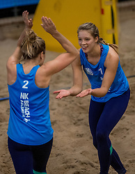 08-01-2017 NED: NK Beachvolleybal Indoor, Aalsmeer<br /> Laura Bloem #1/ Marloes Wesselink #2