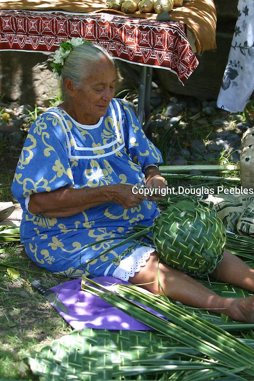 Basket weaving, Hakahau, Ua Pou, Marquesas, French Polynesia, (editorial use only)<br />