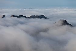 THEMENBILD - Morgennebel umhüllen die umliegenden Gipfel am Mölltaler Gletscher, aufgenommen am 7. Oktober 2014 // Morning fog envelop the surrounding peaks at Glacier Molltal, Pictures on October 7, 2014. EXPA Pictures © 2014, PhotoCredit: EXPA/ Johann Groder