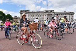 © Licensed to London News Pictures. 29/07/2017. London, UK. Members of the public ride by Buckingham Palace during the Prudential RideLondon FreeCycle, around an 8 mile course in the centre of the capital, taking in in iconic landmarks en route.  The event is part of Prudential RideLondon's three day celebration of cycling with over 100,000 people participating over the weekend..   Photo credit : Stephen Chung/LNP