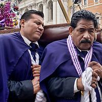 Senor de los Milagros, la comunità peruviana in processione