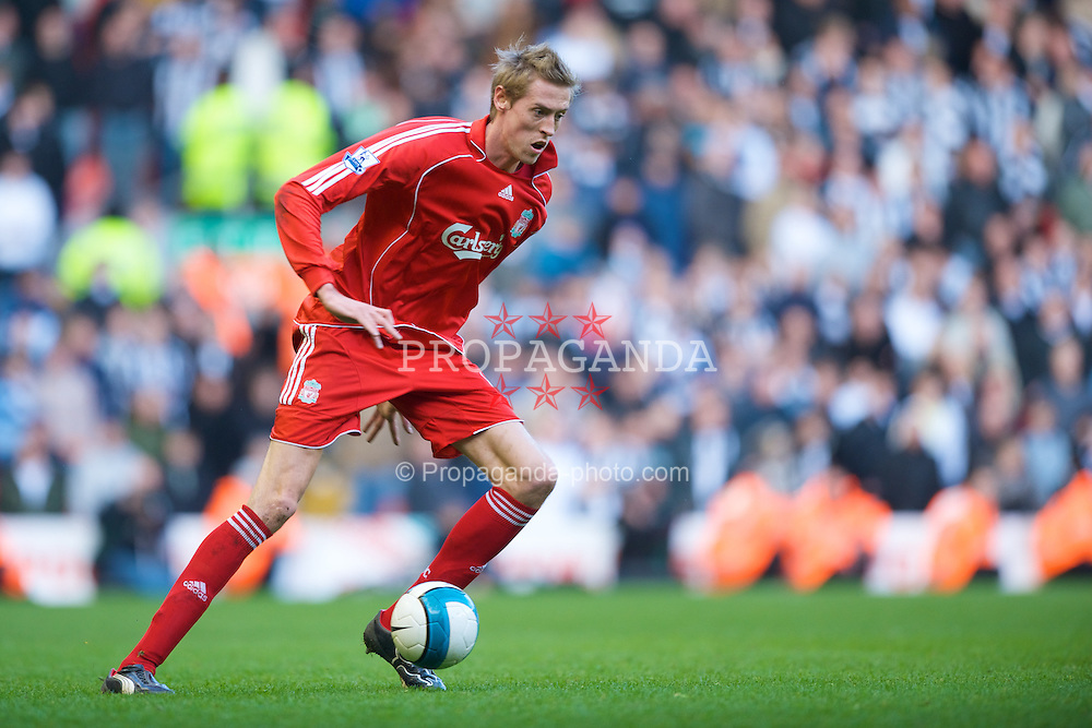LIVERPOOL, ENGLAND - Saturday, March 8, 2008: Liverpool's Peter Crouch against Newcastle United during the Premiership match at Anfield. (Photo by David Rawcliffe/Propaganda)