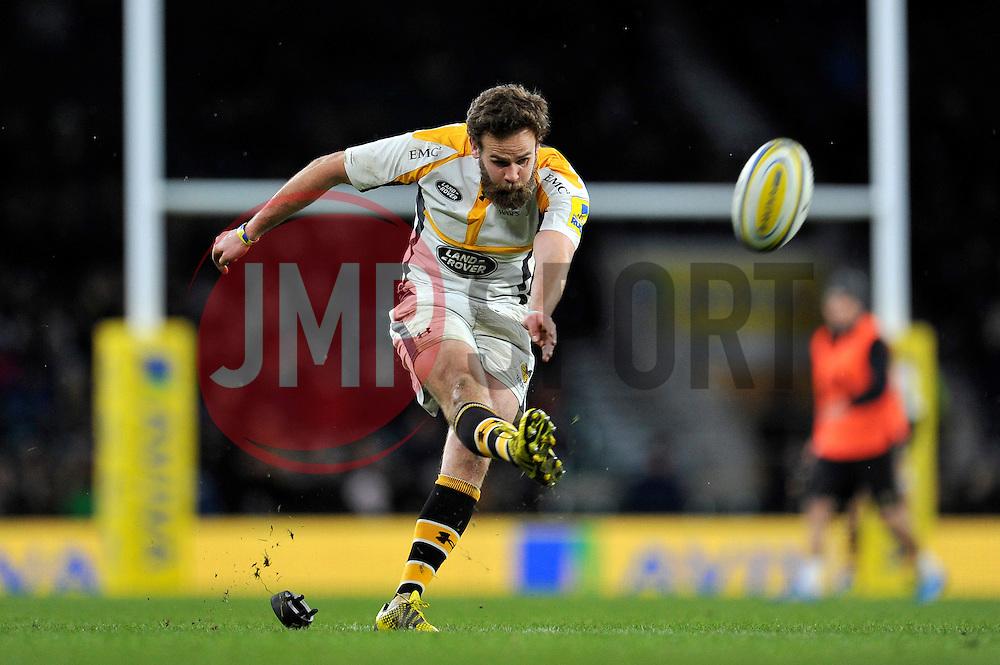 Ruaridh Jackson of Wasps kicks for the posts - Mandatory byline: Patrick Khachfe/JMP - 07966 386802 - 28/11/2015 - RUGBY UNION - Twickenham Stadium - London, England - London Irish v Wasps - Aviva Premiership.