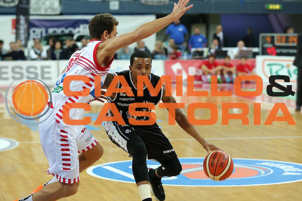25-10-15 - Pesaro - Consultinvest VL Pesaro vs Obiettivo lavoro Bologna - Ray -  CAMILLO