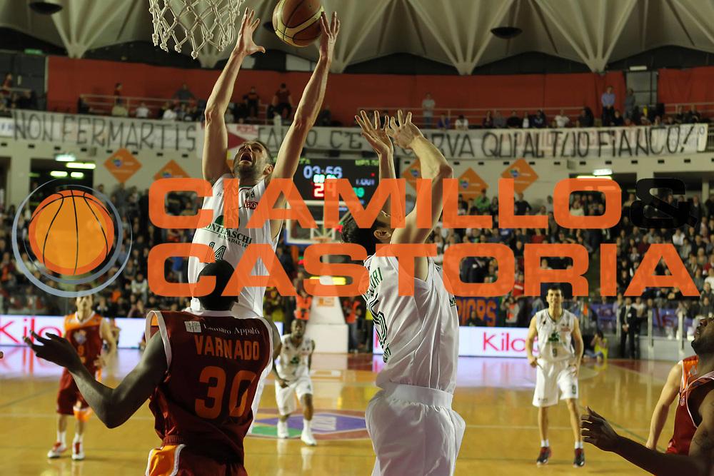 DESCRIZIONE : Roma Campionato Lega A 2011-12 Acea Virtus Roma<br /> Montepaschi Siena<br /> GIOCATORE : Tomas Ress<br /> CATEGORIA : rimbalzo<br /> SQUADRA : Montepaschi Siena<br /> EVENTO : Campionato Lega A 2011-2012<br /> GARA : Acea Virtus Roma Montepaschi Siena<br /> DATA : 26/02/2012<br /> SPORT : Pallacanestro<br /> AUTORE : Agenzia Ciamillo-Castoria/ElioCastoria<br /> Galleria : Lega Basket A 2011-2012<br /> Fotonotizia : Roma Campionato Lega A 2011-12 Acea Virtus Roma Montepaschi Siena<br /> Predefinita :