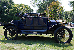 7 August 2010: 1912 Ford Antique Car show, David Davis Mansion, Bloomington Illinois