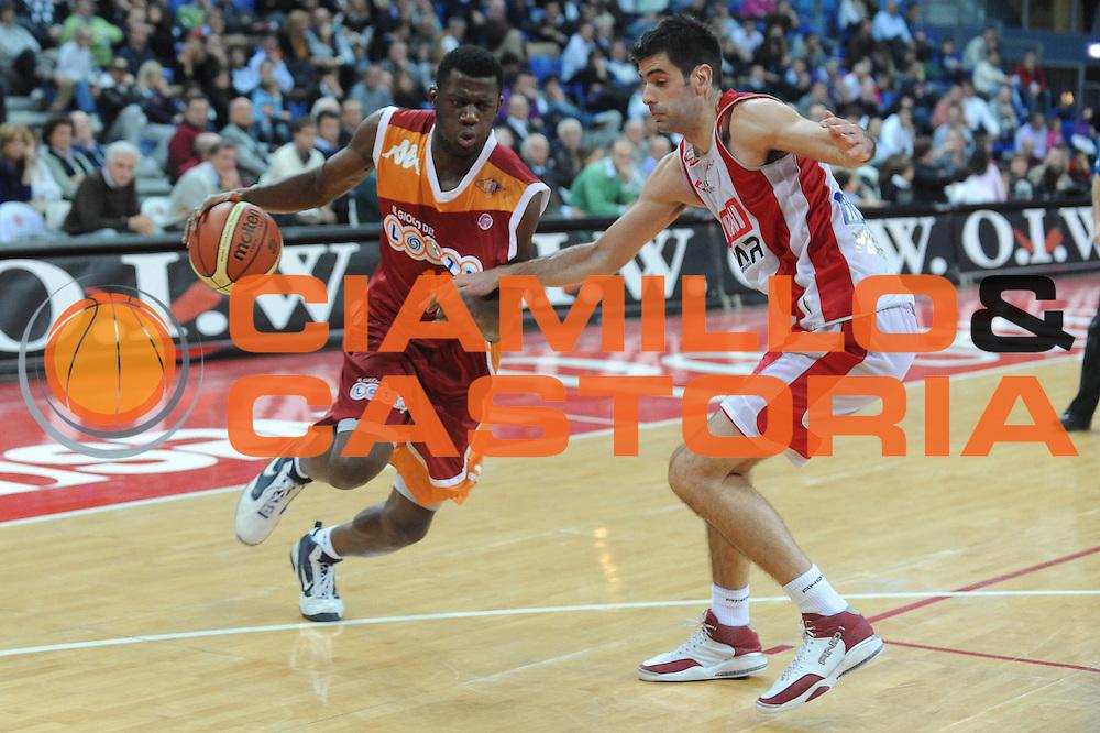 DESCRIZIONE : Pesaro Lega A 2009-10 Basket Scavolini Spar Pesaro Lottomatica Virtus Roma <br /> GIOCATORE : Herve Toure<br /> SQUADRA : Lottomatica Virtus Roma<br /> EVENTO : Campionato Lega A 2009-2010<br /> GARA : Scavolini Spar Pesaro Lottomatica Virtus Roma<br /> DATA : 15/11/2009<br /> CATEGORIA : Palleggio<br /> SPORT : Pallacanestro<br /> AUTORE : Agenzia Ciamillo-Castoria/G.Ciamillo<br /> Galleria : Lega Basket A 2009-2010 <br /> Fotonotizia : Pesaro Campionato Italiano Lega A 2009-2010 Scavolini Spar Pesaro Lottomatica Virtus Roma <br /> Predefinita :