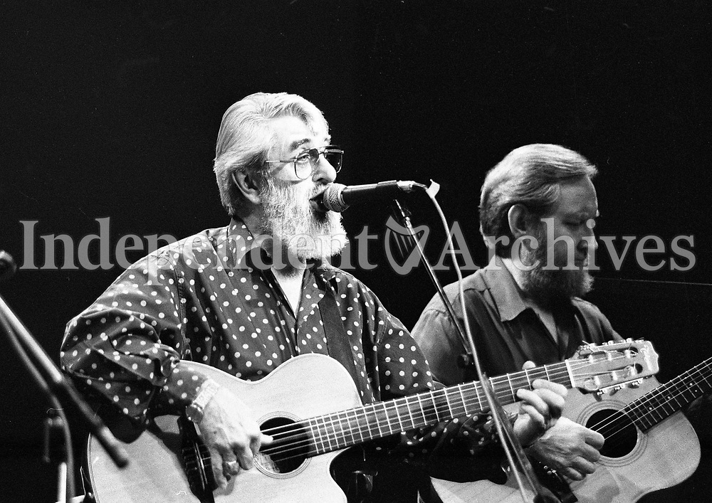 The Dubliners in Concert in the Olympia Theatre, Ronnie Drew and Sean Cannon Dublin, circa August 1992 (Part of the Independent Newspapers Ireland/NLI Collection).
