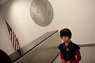Meylinn (9 ans) au consulat americain apres la ceremonie du serment qui lui permet de devenir americaine.