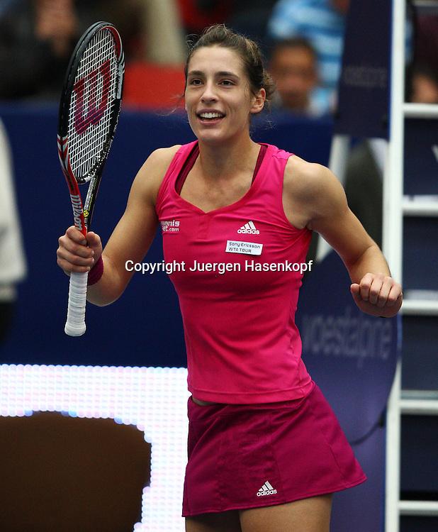 Generali Ladies Linz Open 2010,WTA Tour, Damen.Hallen Tennis Turnier in Linz, Oesterreich,.Andrea Petkovic (GER) tanzt nach ihrem Sieg auf dem Platz,Jubel, Emotion.