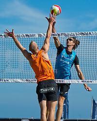 26-06-2011 VOLLEYBAL: EREDIVISIE BEACHVOLLEYBAL: HOLLUM AMELAND<br /> (L-R) Marco Daalmeijer, Joppe Paulides<br /> &copy;2011-www.FotoHoogendoorn.nl / Peter Schalk