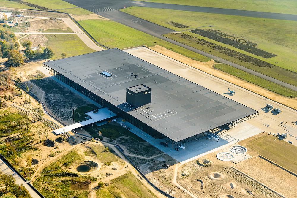 Nederland, Utrecht, Soest, 28-10-2014; Nationaal Militair Museum op de voormalige vliegbasis Soesterberg. Het NMM is ontworpen door Claus en Kaan Architecten in samenwerking met Kossmann.dejong en H+N+S en wordt beheerd door Heijmans PPP (public–private partnership).<br /> National Military Museum at the former Soesterberg airbase.<br /> luchtfoto (toeslag op standard tarieven);<br /> aerial photo (additional fee required);<br /> copyright foto/photo Siebe Swart