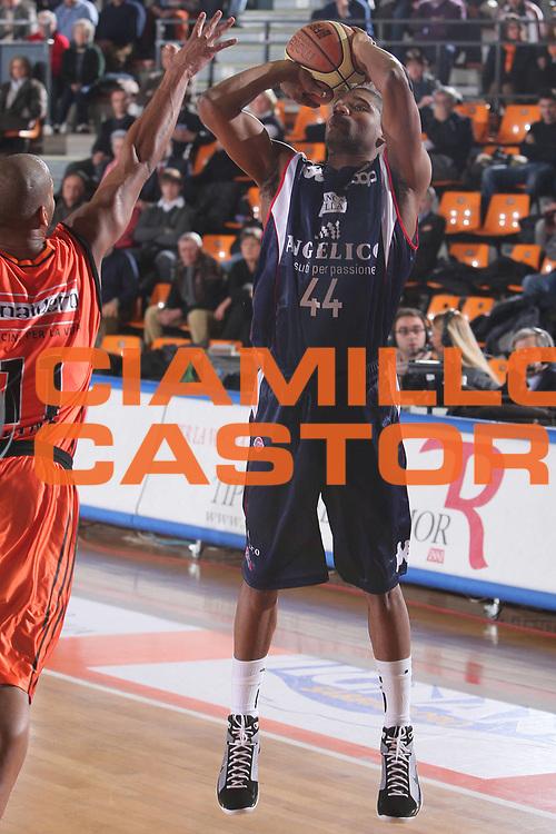 DESCRIZIONE : Udine Lega A1 2008-09 Snaidero Udine Angelico Biella <br /> GIOCATORE : reece gaines <br /> SQUADRA : Angelico Biella <br /> EVENTO : Campionato Lega A1 2008-2009 <br /> GARA : Snaidero Udine Angelico Biella <br /> DATA : 28/12/2008 <br /> CATEGORIA : tiro <br /> SPORT : Pallacanestro <br /> AUTORE : Agenzia Ciamillo-Castoria/S.Silvestri <br /> Galleria : Lega Basket A1 2008-2009 <br /> Fotonotizia : Udine Campionato Italiano Lega A1 2008-2009 Snaidero Udine Angelico Biella <br /> Predefinita :
