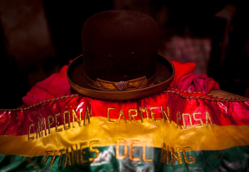 Abril y Mayo 2011/Bolivia<br /> en la fotograf&iacute;a el sobrero t&iacute;pico  de Carmen Rosa junto con el cintur&oacute;n de Campeona de Lucha Libre Boliviana<br /> <br /> Foto:Juan Gonzalez