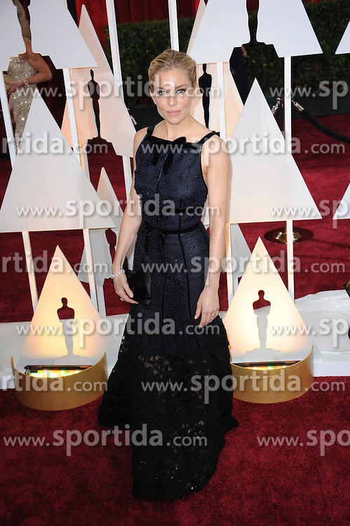 22.02.2015, Dolby Theatre, Hollywood, USA, Oscar 2015, 87. Verleihung der Academy of Motion Picture Arts and Sciences, im Bild Sienna Miller // attends 87th Annual Academy Awards at the Dolby Theatre in Hollywood, United States on 2015/02/22. EXPA Pictures &copy; 2015, PhotoCredit: EXPA/ Newspix/ PGMP<br /> <br /> *****ATTENTION - for AUT, SLO, CRO, SRB, BIH, MAZ, TUR, SUI, SWE only*****