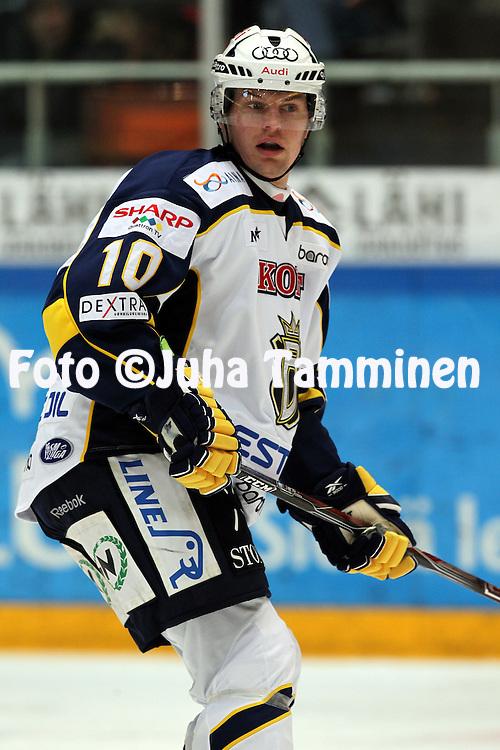 1.11.2011, Hmeenlinna...Jkiekon SM-liiga 2011-12. HPK - Blues..Joakim Eriksson - Blues