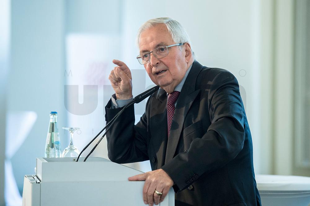"""27 JUN 2017, BERLIN/GERMANY:<br /> Prof. Dr. Klaus Toepfer, Vorsitzender des Rates AGORA Energiewende und Bundsminister a.D., 25. bbh-Energiekonferenz """"Letzte Ausfahrt Dekarbonisierungf Energie- und Mobilitätswende"""", Französischer Dom<br /> IMAGE: 20170627-01-256<br /> KEYWORDS: Klaus Töpfer"""