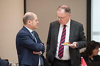 16 MAR 2017, BERLIN/GERMANY:<br /> Olaf Scholz, SPD, 1. Buergermeister Hamburg, Stephan Weil, SPD, Ministerpraesident Niedersachsen, (v.Ln.R.), im Gespraech, vor Beginn einer Sitzung der Ministerpraesidentenkonferenz, Bundesrat<br /> IMAGE: 20170316-01-014<br /> KEYWORDS: Ministerpr&auml;sidentenkonferenz, MPK, Gespr&auml;ch