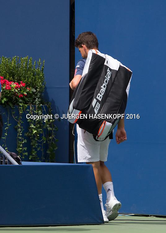 DOMINIC THIEM (AUT) winkt und  verabschiedet sich nach seiner Aufgabe wegen einer Verletzung,<br /> <br /> Tennis - US Open 2016 - Grand Slam ITF / ATP / WTA -  USTA Billie Jean King National Tennis Center - New York - New York - USA  - 5 September 2016.
