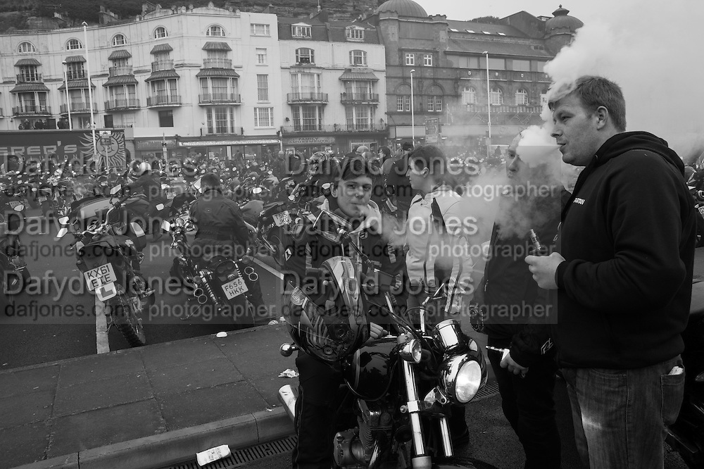 VAPING BIKERS FROM MAIDSTONE, On The May Bank Holiday bikers come to rev up their engines, eat fish and chips on the sea front, admire each others machines and socialise with other Bikers. Hastings , East Sussex for the May Bank Holiday. 2 May 2016