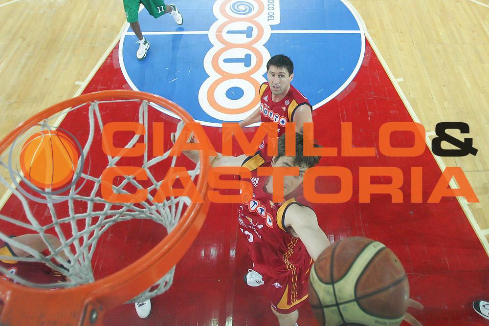 DESCRIZIONE : Roma Lega A1 2007-08 Playoff Finale Gara 4 Lottomatica Virtus Roma Montepaschi Siena <br /> GIOCATORE : Erazem Lorbek<br /> SQUADRA : Lottomatica Virtus Roma<br /> EVENTO : Campionato Lega A1 2007-2008 <br /> GARA : Lottomatica Virtus Roma Montepaschi Siena<br /> DATA : 10/06/2008 <br /> CATEGORIA : Special Rimbalzo<br /> SPORT : Pallacanestro <br /> AUTORE : Agenzia Ciamillo-Castoria/M.Marchi