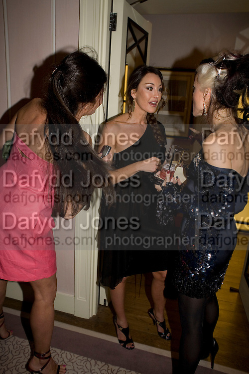 ELIZABETH SALTZMAN, TAMARA MELLON AND DAPHNE GUINNESS, Dinner hosted by Elizabeth Saltzman for Donatella Versace. Claridge's Hotel, Brook Street, Mayfair, London. 11 March 2008.  *** Local Caption *** -DO NOT ARCHIVE-© Copyright Photograph by Dafydd Jones. 248 Clapham Rd. London SW9 0PZ. Tel 0207 820 0771. www.dafjones.com.