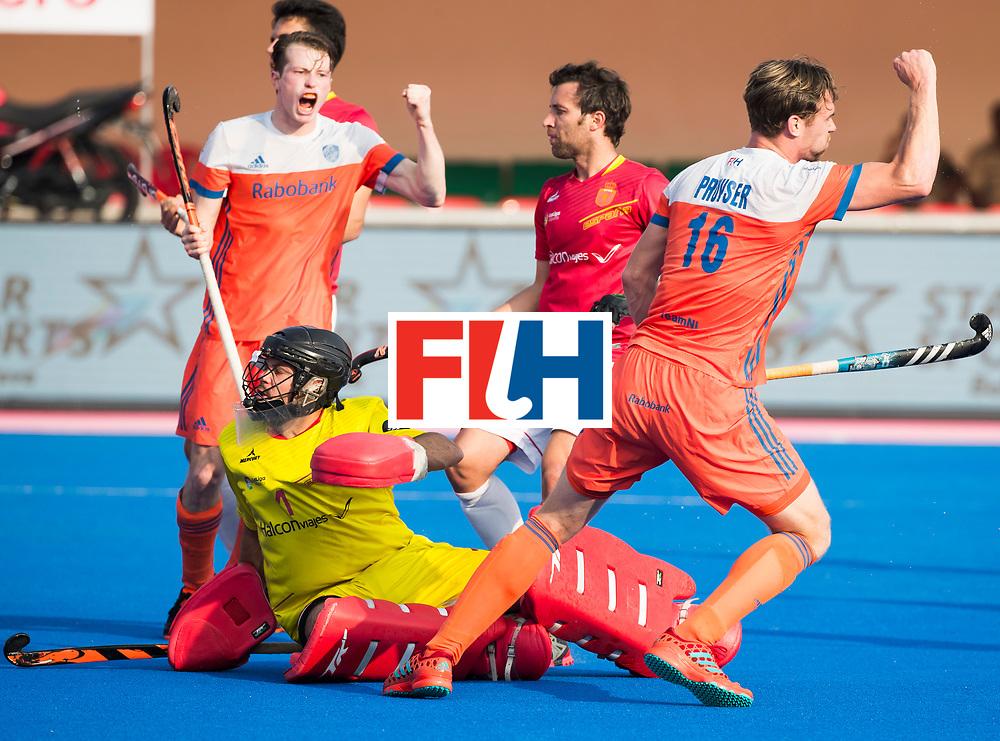 BHUBANESWAR - Mirco Pruijser (Ned) heeft gescoord   tijdens de Hockey World League Final wedstrijd Nederland-Spanje (2-3). links Seve van Ass (Ned) en keeper Quico Cortes (Esp)  .COPYRIGHT  KOEN SUYK