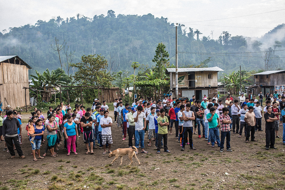The self-defense committee of Unido Mantaro, the so-called Ronderos, has called an early morning meeting. Residents stand in line while the fog lifts over the jungle.