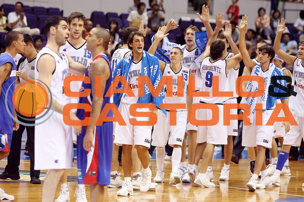 DESCRIZIONE : Sapporo Giappone Japan Men World Championship 2006 Campionati Mondiali Italy-Puerto Rico <br /> GIOCATORE : Team Italia <br /> SQUADRA : Italy Italia <br /> EVENTO : Sapporo Giappone Japan Men World Championship 2006 Campionato Mondiale Italy-Puerto Rico <br /> GARA : Italy Puerto Rico Italia Porto Rico <br /> DATA : 24/08/2006 <br /> CATEGORIA : Esultanza <br /> SPORT : Pallacanestro <br /> AUTORE : Agenzia Ciamillo-Castoria/G.Ciamillo <br /> Galleria : Japan World Championship 2006<br /> Fotonotizia : Sapporo Giappone Japan Men World Championship 2006 Campionati Mondiali Italy-Puerto Rico <br /> Predefinita :
