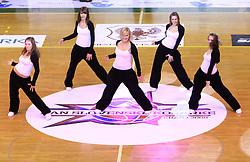 Plesalke na Dnevu slovenske moske kosarke, 26. decembra 2008, na Planini, Kranj, Slovenija.(Photo by Vid Ponikvar / Sportida)